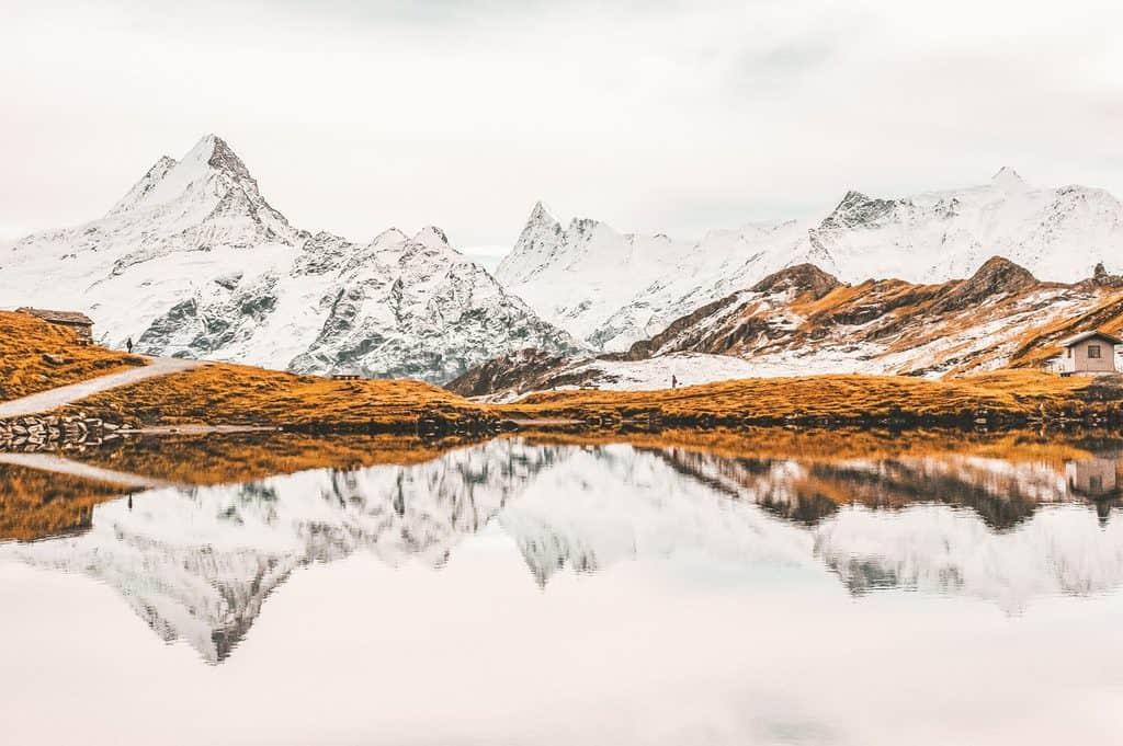 冬天的雪山与湖